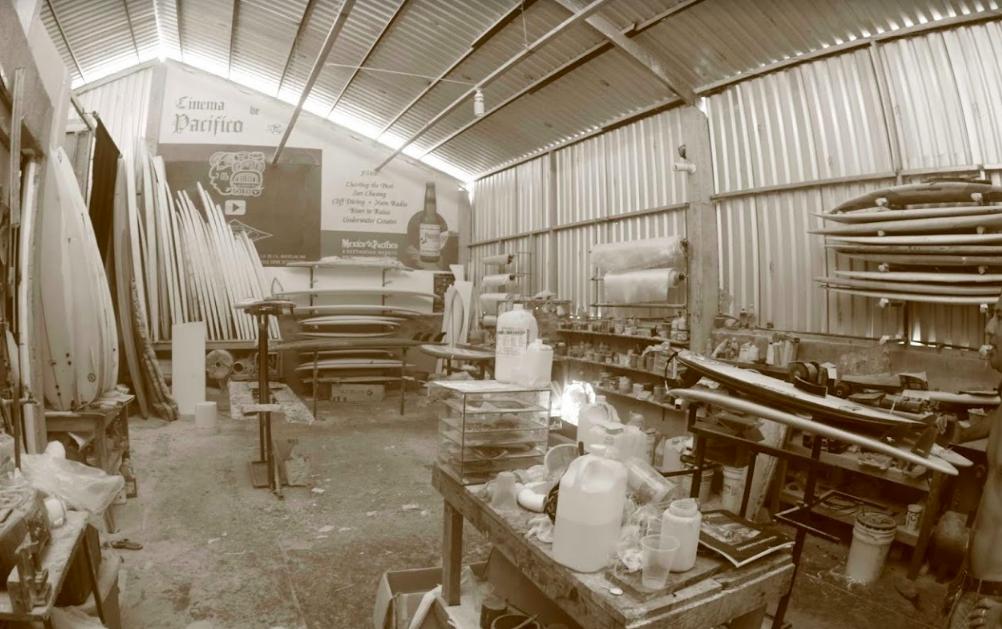 Insidan av en surfbrädesfabrik i Mexiko
